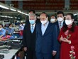 Le chef de l'Etat visite deux entreprises gérées par des personnes âgées