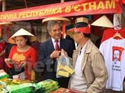Le Vietnam à une foire traditionnelle en Ukraine