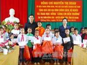 La vice-présidente rend visite aux foyers pauvres de Ha Giang