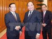 Le vice-PM Nguyen Xuan Phuc appuie les projets d'investissement du Vietnam au Laos