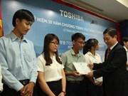 Toshiba attribue des bourses d'études à HCM-Ville