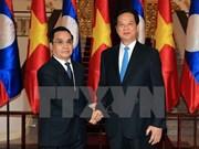 Entretien entre les deux PM vietnamien et laotien