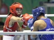 Les boxeuses en mettent plein la vue aux jeunes