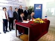 Signature de conventions de financement entre l'AFD et EDF à Hanoi
