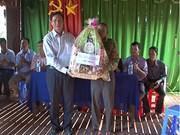 Remise de cadeaux aux Khmers en l'honneur de la fête Sene Dolta