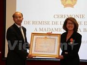 Remise de l'Ordre de l'Amitié à l'ancienne directrice régionale Asie-Pacifique de l'OIF