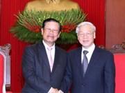 Des dirigeants du Parti et de l'Etat reçoivent un dirigeant  laotien