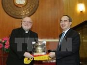 Le président du FPV Nguyên Thiên Nhân reçoit le président du Conseil épiscopal allemand