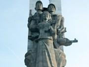 Restauration des statues commémoratives des volontaires vietnamiens au Cambodge