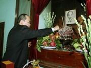 Nguyen Thien Nhan rend hommage au Président Hô Chi Minh