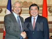 Le président de l'AN française termine sa visite officielle au Vietnam