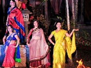L'ao dài et le sari, vedettes d'un défilé de mode à Ho Chi Minh-Ville