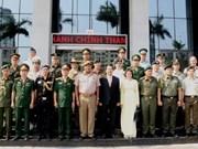 Une délégation d'attachés militaires visite Da Nang