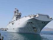 Un navire de la Marine nationale française visite le Vietnam