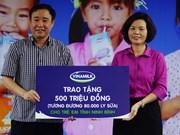 Vinamilk offre du lait aux enfants de la province de Ninh Binh