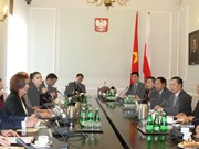 Uông Chu Luu s'entretient avec les dirigeants parlementaires polonais