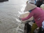 Hâu Giang : lâcher de 1.280 kg d'alevins de toutes sortes