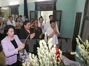 La présidente de l'AN rend hommage au Président Ho Chi Minh