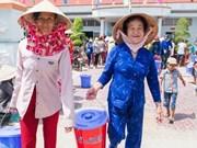 Des aides matérielles remises aux femmes démunies au Nam Bô occidental