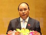 Le PM Nguyên Xuân Phuc rend des visites de courtoisie aux anciens dirigeants laotiens