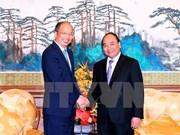 Le Premier ministre Nguyên Xuân Phuc reçoit des dirigeants de géants économiques de Chine