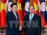 Entretien entre les deux Premiers ministres vietnamien et laotien