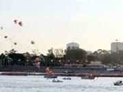 Cambodge : c'est parti pour les courses de pirogues sur le lac Tonlé Sap !