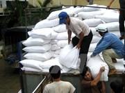 Tet : le gouvernement remet plus de 10.400 tonnes de riz à 12 localités