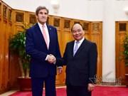 Le Premier ministre Nguyen Xuan Phuc reçoit le secrétaire d'État américain John Kerry