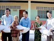 Des cadeaux pour des familles des Viet kieu démunis au Cambodge