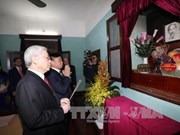 Tet traditionnel : le leader du Parti rend hommage au Président Ho Chi Minh