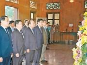 Le PM rend hommage au Président Hô Chi Minh à Nghê An