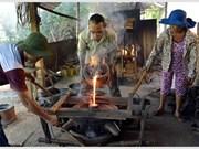Les fondeurs de Phuoc Kiêu préservent l'artisanat ancien
