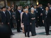 L'empereur japonais et son épouse rencontrent des volontaires de la JICA au Vietnam