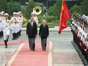 Le président Tran Dai Quang accueille l'empereur et l'impératrice du Japon