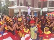Les enfants autistes dans les bras d'amour au Vietnam