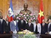 Le PM Nguyen Xuan Phuc reçoit le président du Sénat de la République d'Haïti