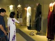 Exposition sur l'Ao dai au Musée des femmes du Sud