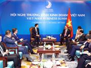 Le PM Nguyen Xuan Phuc reçoit le directeur exécutif du Forum économique mondial