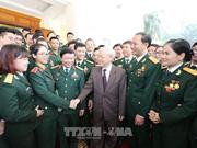 Le chef du Parti rencontre des jeunes militaires exemplaires