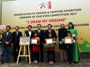 L'ambassade du Danemark au Vietnam récompense les lauréats du concours de peintures pour enfants