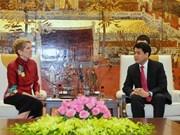 Le président du comité populaire de Hanoï reçoit des invités internationaux