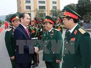 Le président Tran Dai Quang travaille avec les forces armées de la première zone militaire