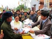 Aide en riz pour les familles dans le besoin à Ninh Thuan