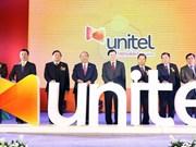 Les Premiers ministres vietnamien et laotien visitent le siège de Start Telecom