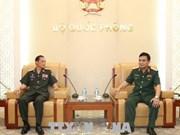 Des militaires laotiens au Vietnam