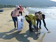 Da Nang : un cours d'entraînement au recyclage du plastique destiné aux jeunes