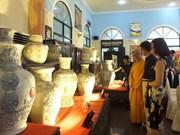 Record du Vietnam à un ensemble de vases en céramique