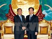 Le PM Nguyen Tan Dung reçu par des dirigeants laotiens