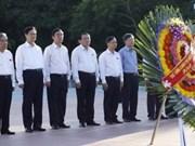 Le PM est allé offrir de l'encens à l'ancienne citadelle de Quang Tri